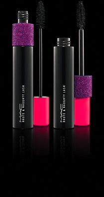 Haute & Naughty Lash can be used for a natural look, (pink cap) or full drama (purple cap). Layer the purple cap on top of pink for maximum volume and length.