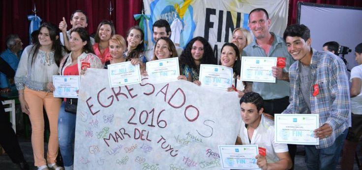 Emoción en el egreso de 223 estudiantes del FinEs 2 de La Costa