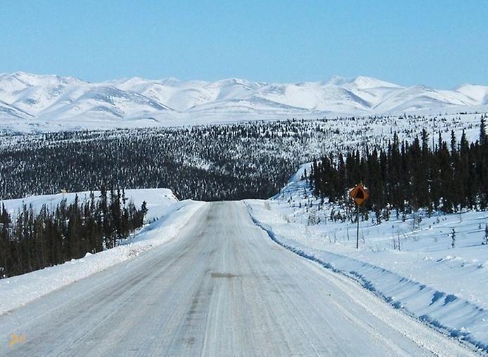 Река Маккензи – #Канада #Северо_Западные_территории (#CA_NT) Маккензи - крупнейшая река Канады. Летом по ней свободно курсируют суда, а зимой она превращается в самое настоящее шоссе с ледовым покрытием в 2,5 м, соединяя между собой города на северо-западе страны. http://ru.esosedi.org/CA/NT/1000066455/reka_makkenzi/