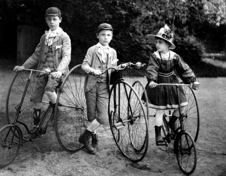 Baron childrens with bicycles