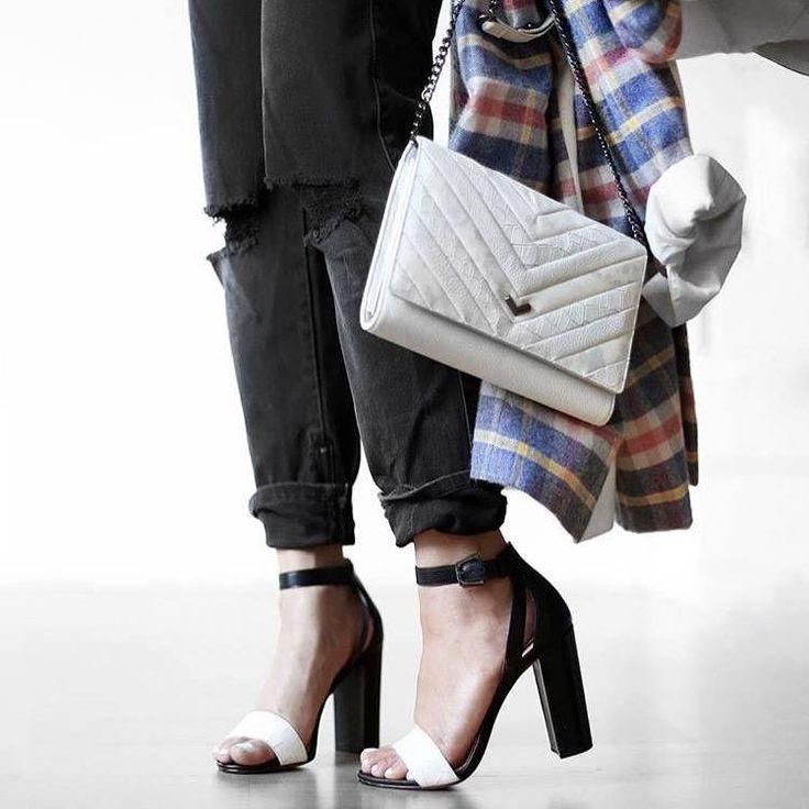 За что женщины любят бойфренды? Прежде всего за комфорт! А также за сексуальность и игривость этих джинсов. Открытая лодыжка – обязательное условие их эффектной носки. Подобрать эти стильные серые бойфренды с равными деталями из новой коллекции известной американской марки James Jeans вы сможете в JiST.  #spring #fashion #outfitidea: #stylish & #trendy #James #jeans helps to create #chic #outfit #мода #стиль #тренды #джинсы #модно #стильно #новаяколлекция #киев