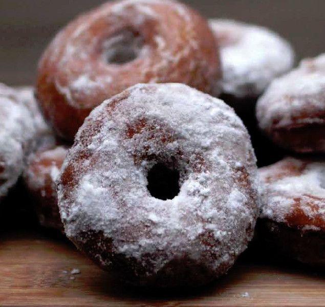 Livro de Isadora Becker reúne receitas de bolos, tortas, brownies, folhados, mousses, trufas, sorvetes e panquecas