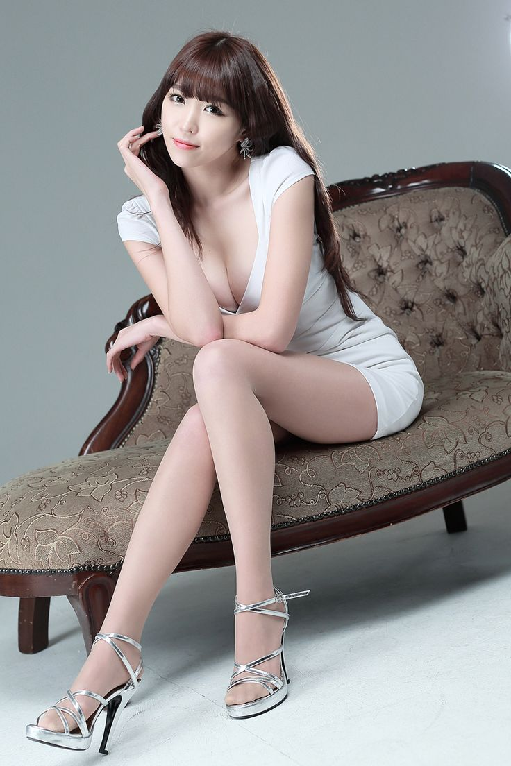 Lee Eun Hye Shows Her Beautiful Legs