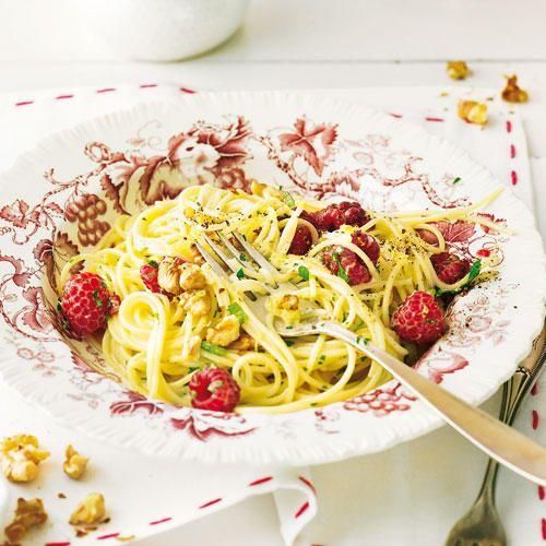 Von Spaghetti kriegen wir einfach nicht genug! Unsere Rezepte für Spaghetti erinnern an die letzte Reise nach Italien und machen Lust auf Urlaub.
