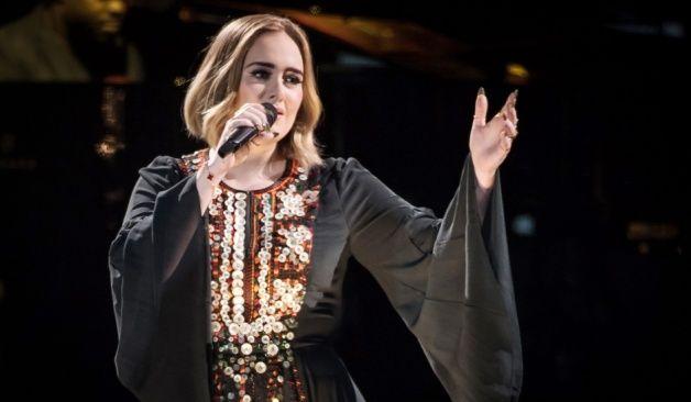 """Gran cierre de Adele en Glastonbury con su emotiva """"Someone Like You"""""""
