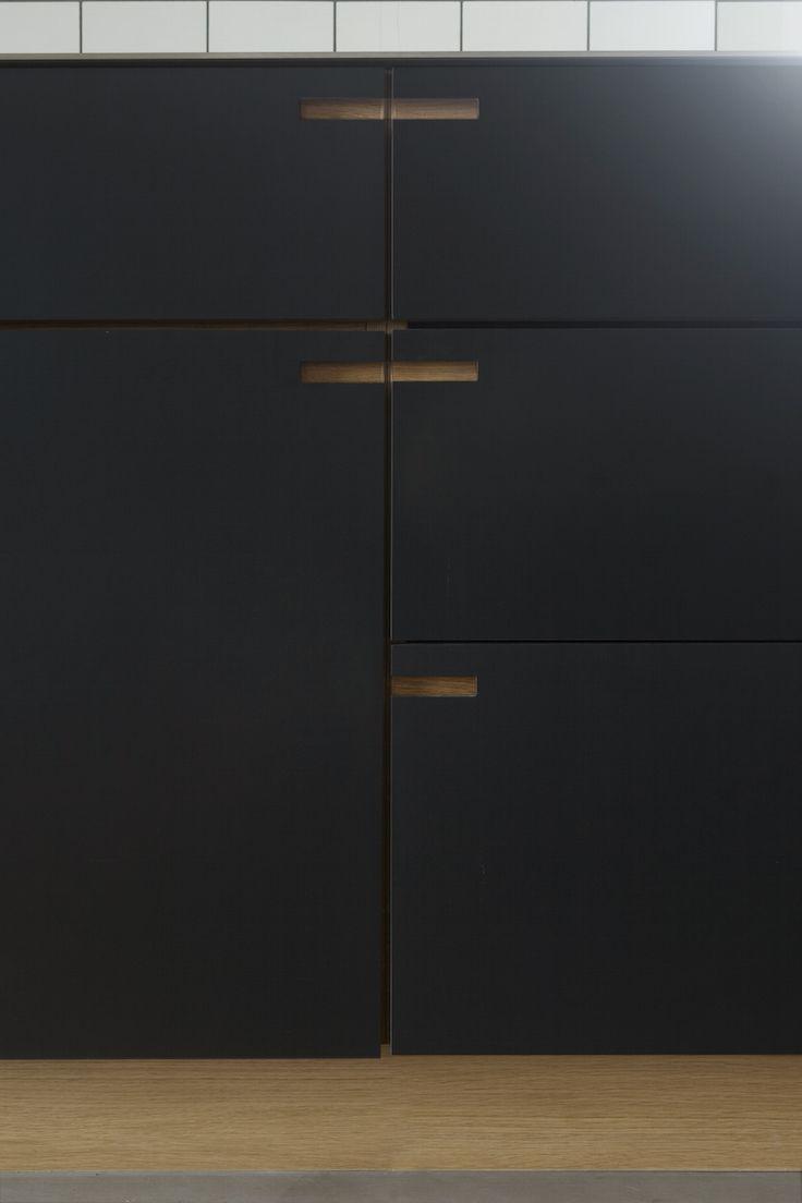 Minimalistic kitchen design in charcoal gray linoleum and heavy oakwood. // Snedkerkøkken designet og produceret af NicolajBo™