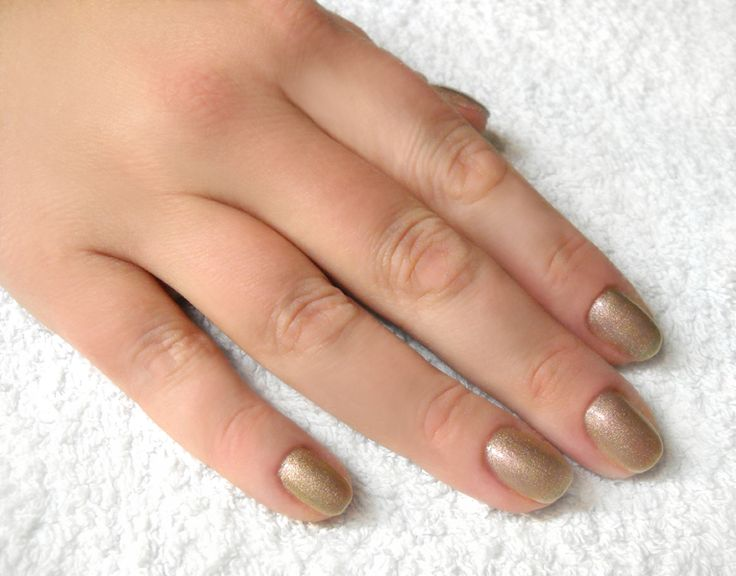Unghie: nail tutorial, la heart manicure perfetta per le Feste - Elle