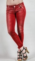 Γυναικείο παντελόνι βαμβακερό, με επεξεργασία βαφής και ξεβάματα σε χαμηλό καβάλο, με σε super stretch ύφασμα για τέλεια εφαρμογή.