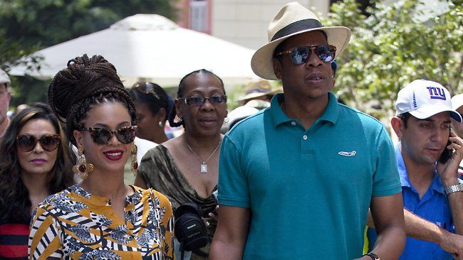 PHOTOS + VIDEO: BEYONCE & JAY-Z IN CUBA FOR THEIR 5TH WEDDING ANNIVERSARY