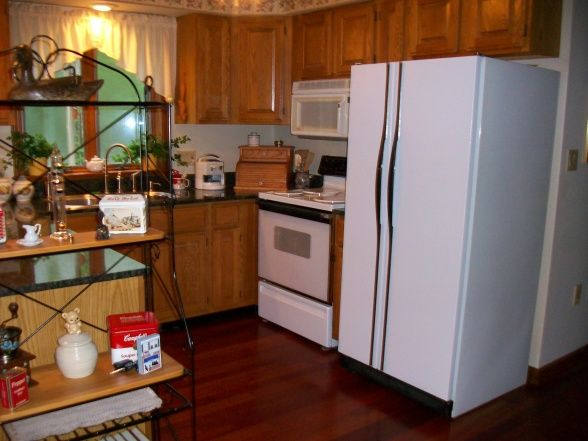 Red oak cabinets with cherry floors my woodsy kitchen for Brazilian cherry kitchen cabinets