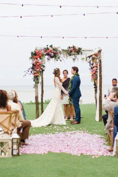 1000 ideas about wedding arch flowers on pinterest ceremony arch chuppah and wedding corsages. Black Bedroom Furniture Sets. Home Design Ideas