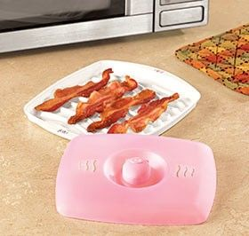 The Jo!e Piggly Wiggly Bacon Tray with an Adorable Pink Piggy Splatter Lid