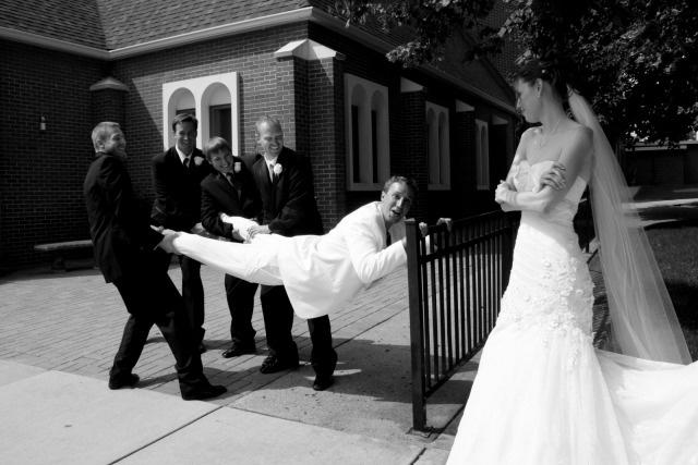 Funny Wedding Photo Idea: Groom with Cold Feet!