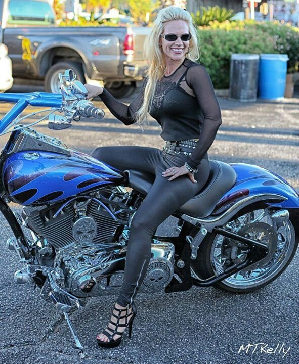 17 best images about harley davidson on pinterest harley - Pictures of chicks on bikes ...