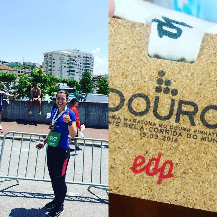 Direto de Portugal  nossa atleta @jguarinello completou os 21km na prova Maratona Douro Vinhateiro! Com direito a vinho do porto ao longo da competição Juliana se prepara para os 42km na Maratona do Rio. Excelente Ju parabéns!  #portugal #saudeperformance #emtodolugar #corrida #meiamaratona #vinhateiro #douro by saudeperformance