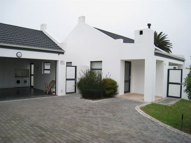 TF 15 - This intimate holiday house in Shelley Point is situated close to the golf course and Country Club and Spa.  The house can accommodate six guests and is ideal for a family getaway.  The house has three ... #weekendgetaways #shelleypoint #southafrica