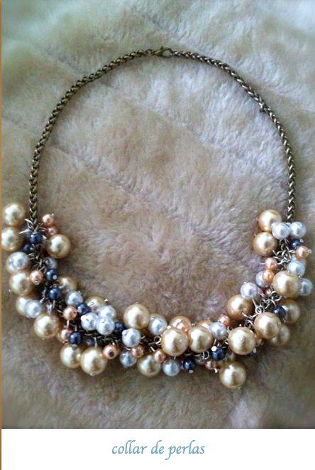 collar hecho a mano, bolas de diferentes tamaños que imita a las perlas, bonito, sencillo y elegante www.bisuteriamaria.es