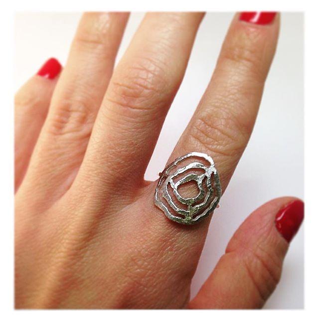 Tree Age Ring...Available now Online!! www.thaizjewellery.com . . . . . . #jewelrydesigner #handmadejewelry #recycled #ecofriendlyfashion #ethicaljewelry #ethicalfashion #fairtrade #slowfashion #oneatatime #jewelrywithsoul #treerings #showmeyourrings #natureinspired #greenbrand #ring #anello #anel #silver #prata #joiascontemporaneas #joias #ecologico #reciclado #joiasdeluxo #acessoriosfemininos #exclusiva #vendaonline #zurich