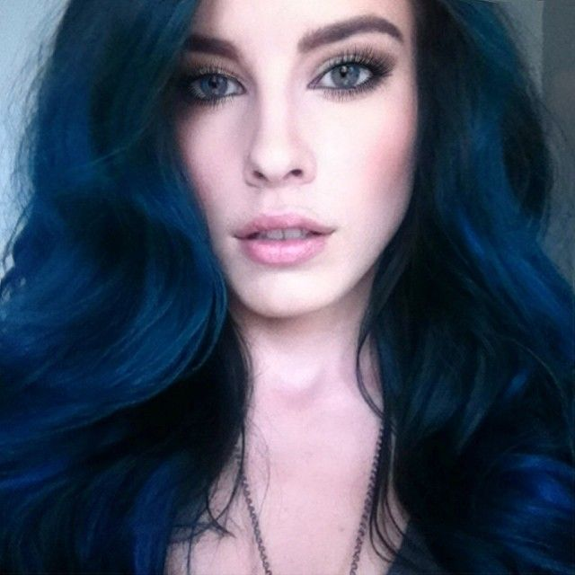 Lauren Calaway blue hair                                                                                                                                                                                 Mais