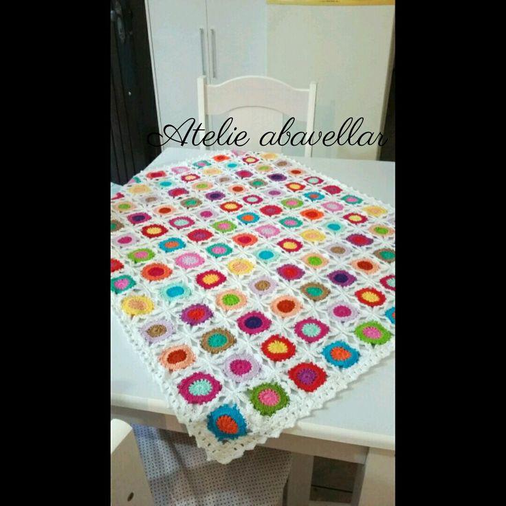 Toalha de mesa em croche modelo squares colllors  Peça exclusiva do Atelie  www.abavellar.blogspot.com