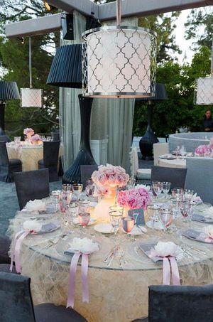 ベージュ×ピンク×グレー。かわいい!冬の結婚式の会場装花 まとめ一覧♡