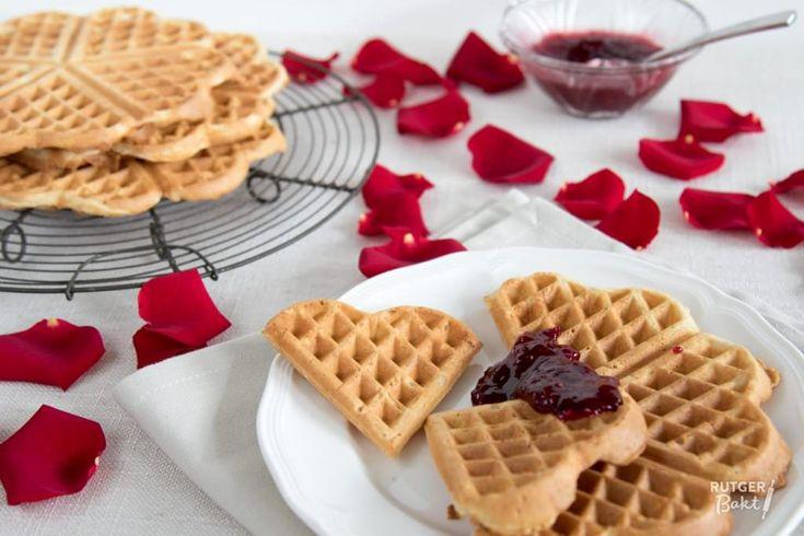 Deze hartjeswafels met frambozen-rozenjam uit All-day breakfast wilde ik gelijk bakken. En ik ben blij dat ik dat gedaan heb!! Ze zijn heerlijk.