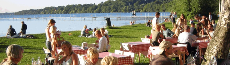 Longing for summer already.  And the barbeque buffet at the lakeside by Furesøen ...
