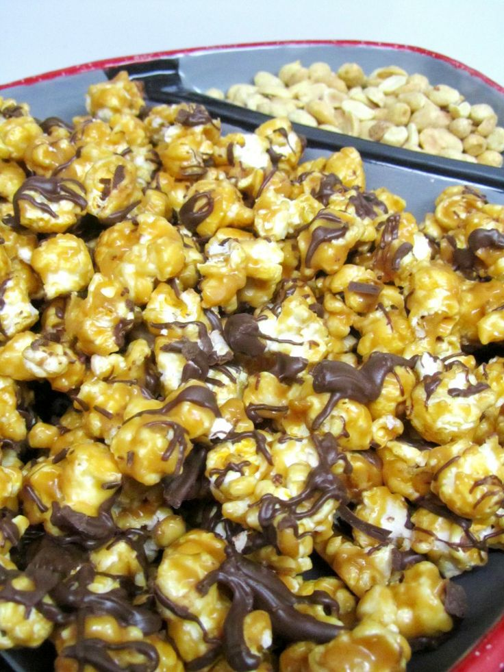 Peanut Butter and Chocolate Popcorn: Peanuts, Chocolates, Chocolate Candy, Popcorn Recipe, Chocolate Candies, Chocolate Popcorn Oh, Peanut Butter, Dessert, Chocolate Popcorn 3