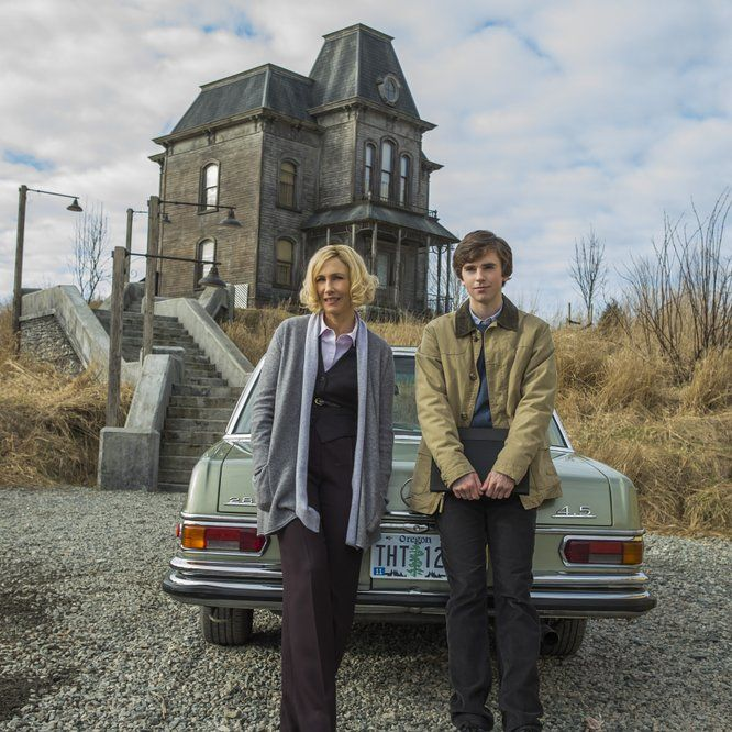 Vera Farmiga and Freddie Highmore in Bates Motel (2013) - Click to expand