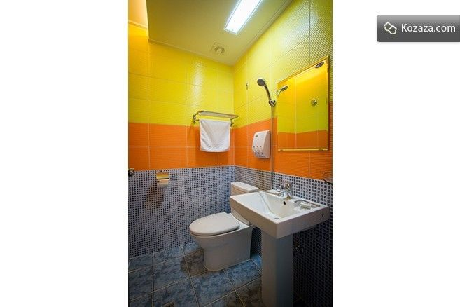Room E - bath room