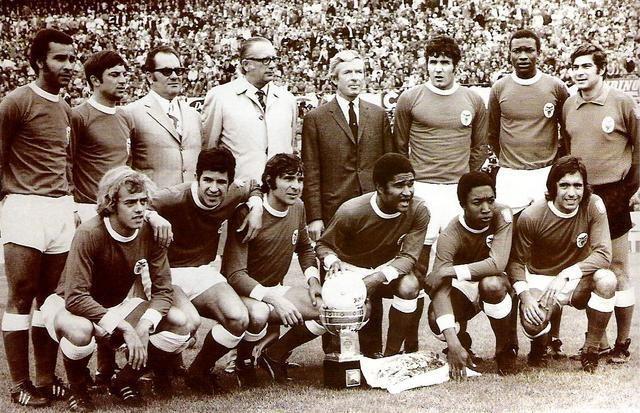 A equipa de futebol sénior do Benfica, época 1972-1973. Matine encontra-se entre Toni e José Henrique. Eusébio ao lado de Jordão.