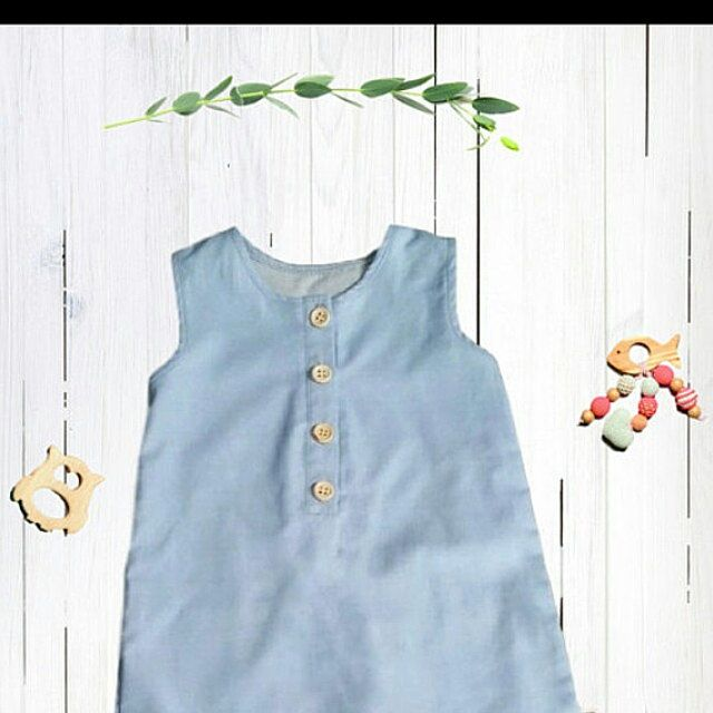 Organic clothes for little people by BOXXkids Organic Chambray Romper with back pockets for babies and kids 0-6