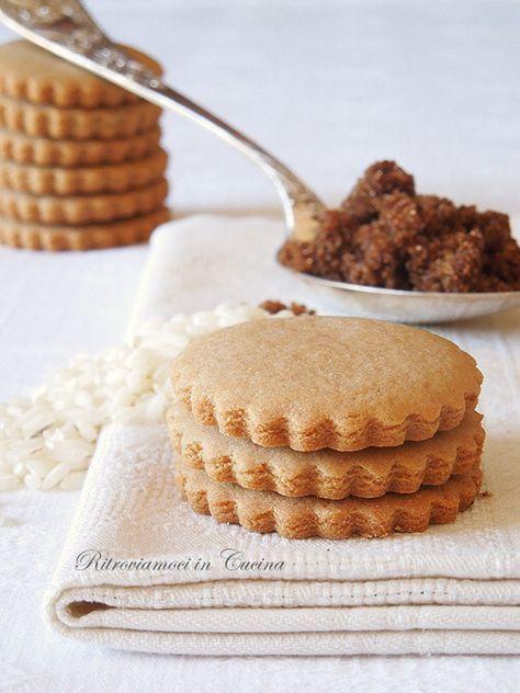 Ritroviamoci in Cucina: Biscotti di Riso e Zucchero Muscovado. Il riso abbonda sul viso di chi non molla.