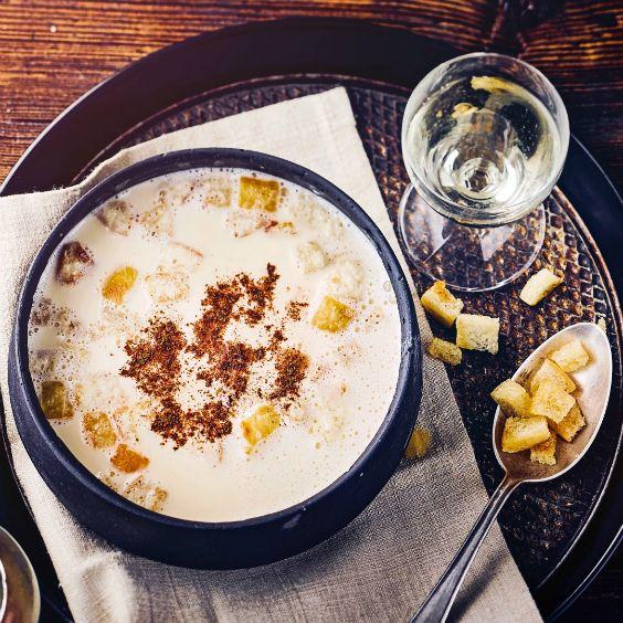 Feine Südtiroler Weinsuppe für die kalte Jahreszeit. #suppe #wein #rezept #edeka