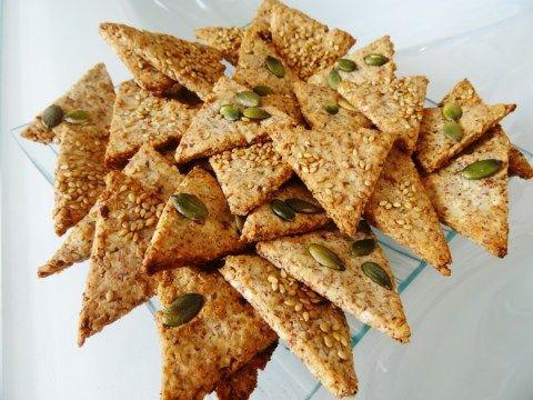 Vous cherchez des biscuits apéritifs sains, croustillants et savoureux ?! Les voici ! Ces crackers vous feront définitivement arrêter biscuits industriels !