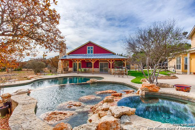 209 Red Oak Dr Boerne Tx 78006 Pool Houses Barn Style House Pool House