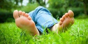 http://sabtvsongs.blogspot.com/2014/12/cara-menghilangkan-bau-kaki-secara-alami.html