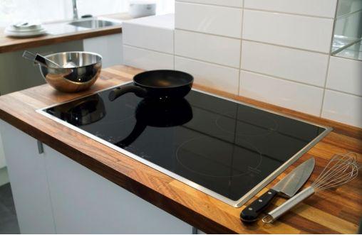 Υπάρχουν δύο τρόποι για να καθαρίσεις τα μάτια στην κεραμική σου κουζίνα. Ο φυσικός και ο χημικός. Εμείς στη δικιά μας κουζίνα χρησιμοποιούμε τον χημικό