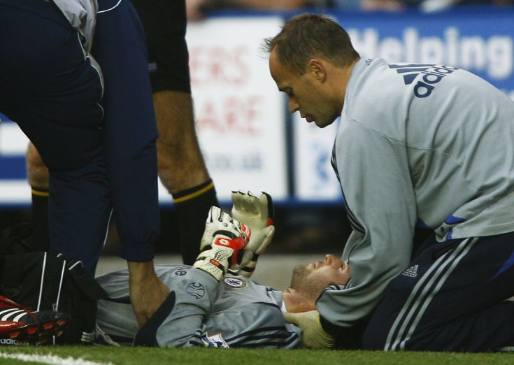 Petr Cech exclusive: Arsenal goalkeeper on his admiration for Ryan Mason as fractured skull leads to retirement