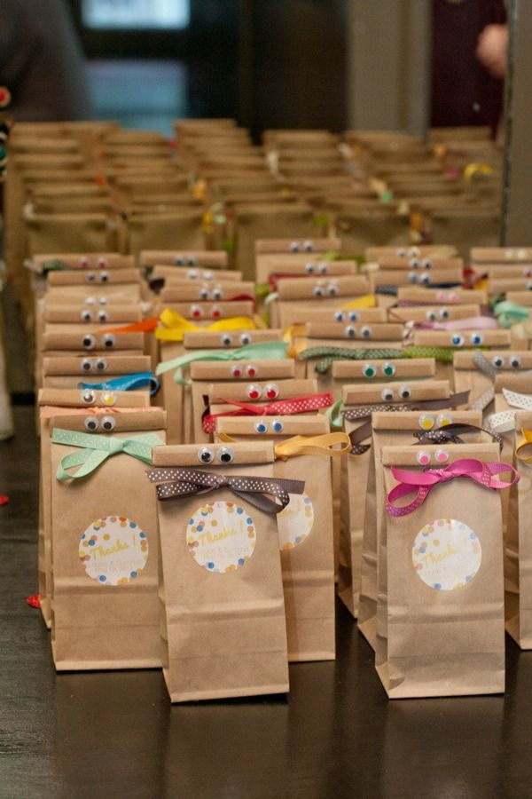 Adorables bolsas de regalo para una fiesta (en este caso, una boda!) / Adorable gift bags for a party (in this case, a wedding!)