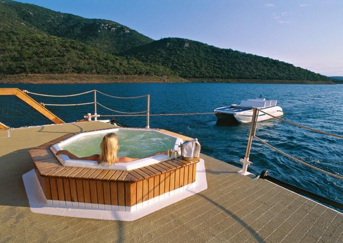 Houseboat holiday - Lake Jozini, South Africa