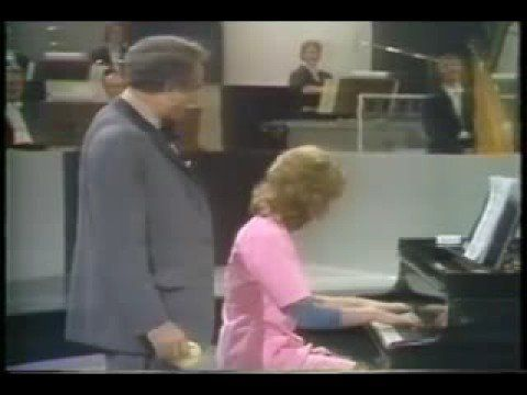 Victor Borge , London TV.......la - , ?...............! Brilliante pianist as he is , faking falses is quite a gift :)