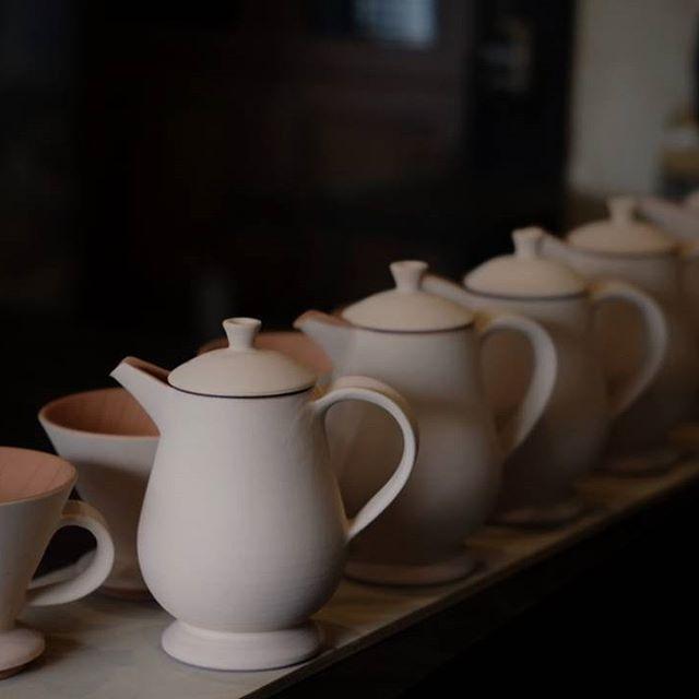 ドリッパー&ポットのニューデザイン。ペルシア調に仕上げたい。#素焼き#ドリッパー#ポット#珈琲#ヒヅミ峠舎#ceramic#ceramique#potter #pottery #poterie #うつわ #minolta #rokkor55mm #fujifilm