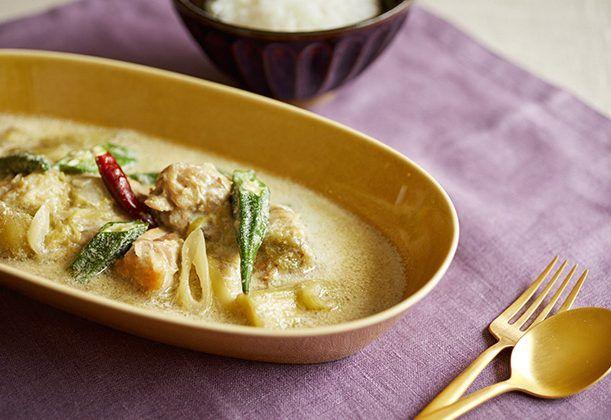 豆乳スープが、冷蔵庫にある食材でオリエンタルなカレー風の一品に変身! とろとろした舌触りに、優しい風味が◎。