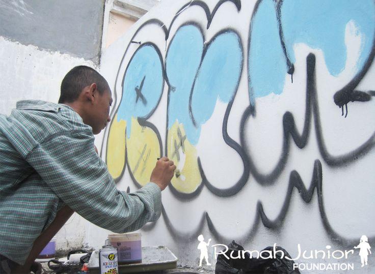 Kegiatan Anak-anak Graffiti Rumah Junior  Mutiara Taman Palem Blok A-17 No.38 Cengkareng 021-54350421 / 0817803424