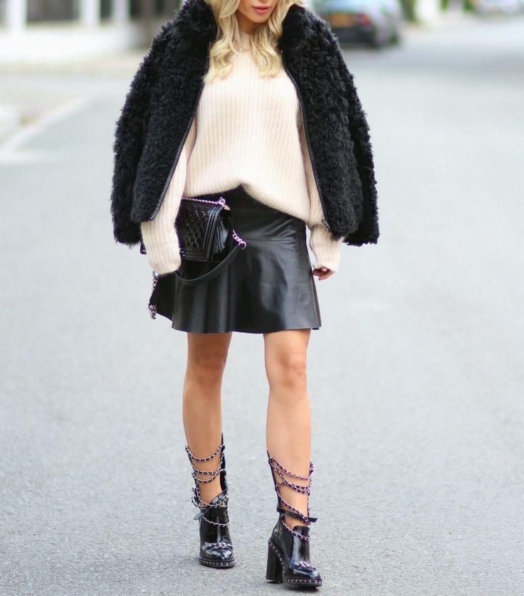 Skirt/Athé (Høyer, Egertorget) Sweater/Acne (fjorårets) Jacket/Isabel Marant (fjorårets) Boots/Chanel Bag/Chanel