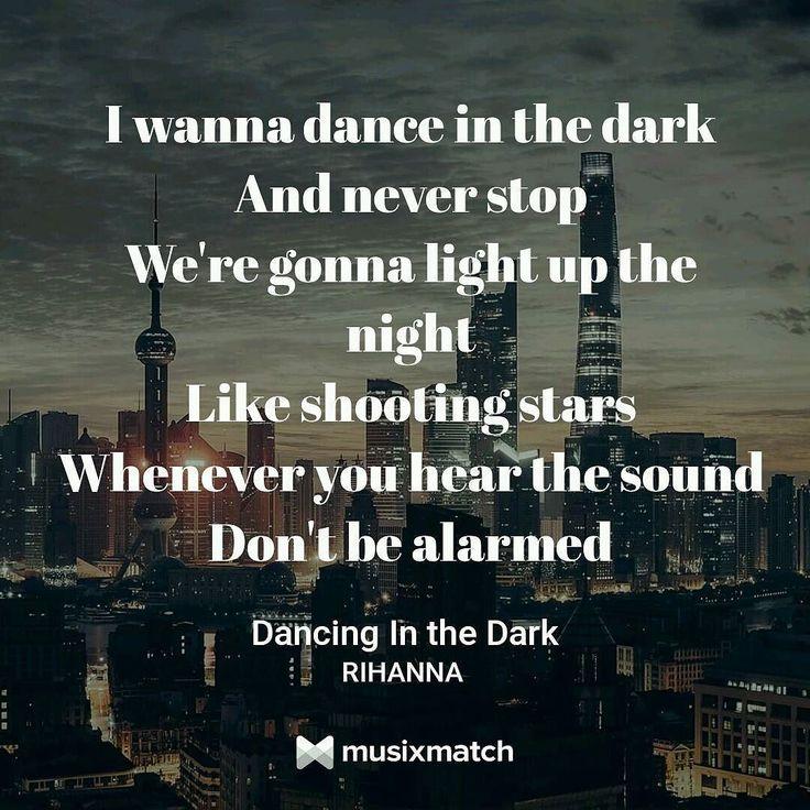 #LyricsCard #Music #Musixmatch #DancingInTheDark #Rihanna  Tradução: Eu quero dançar na escuridão E nunca parar Vamos iluminar a noite Como estrelas cadentes Quando ouvir o som Não fique alarmado