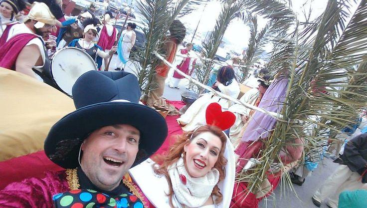 καρναβάλι στη Σύρο με τους διονυσιακούς Ωραίους που έχουν χρέη.... και το Οργιεντ... εξπρες!!!!!!!!!!!!!!!!!!!!