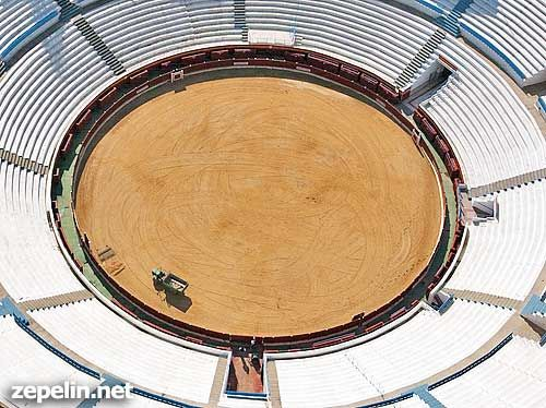 Fotografia aerea de la plaza de toros de Benidorm