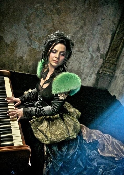 Amy Lee--dare to be different...I LOVE her style!